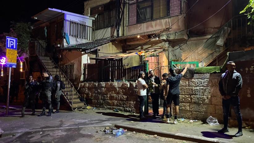 مستوطنون يعتدون على الفلسطينيين بالشيخ جراح خلال تناولهم طعام الإفطار